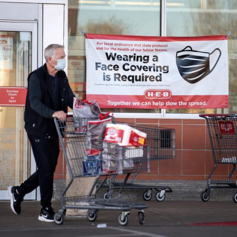 Texan shopping with a mask outside HEB, which maintains COVID-19 safety requirements even after the mask mandate was lifted on March 10. Photo: Getty Images